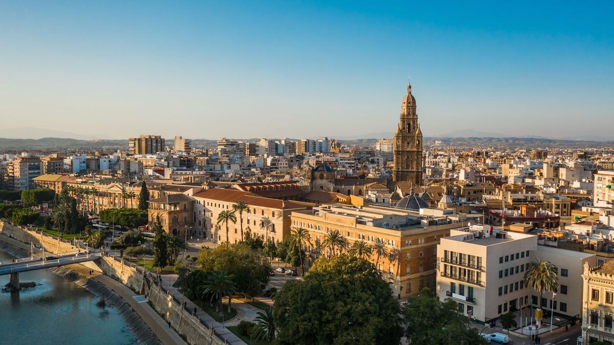 Vista panorámica de la ciudad de Murcia en el que se puede ver el río