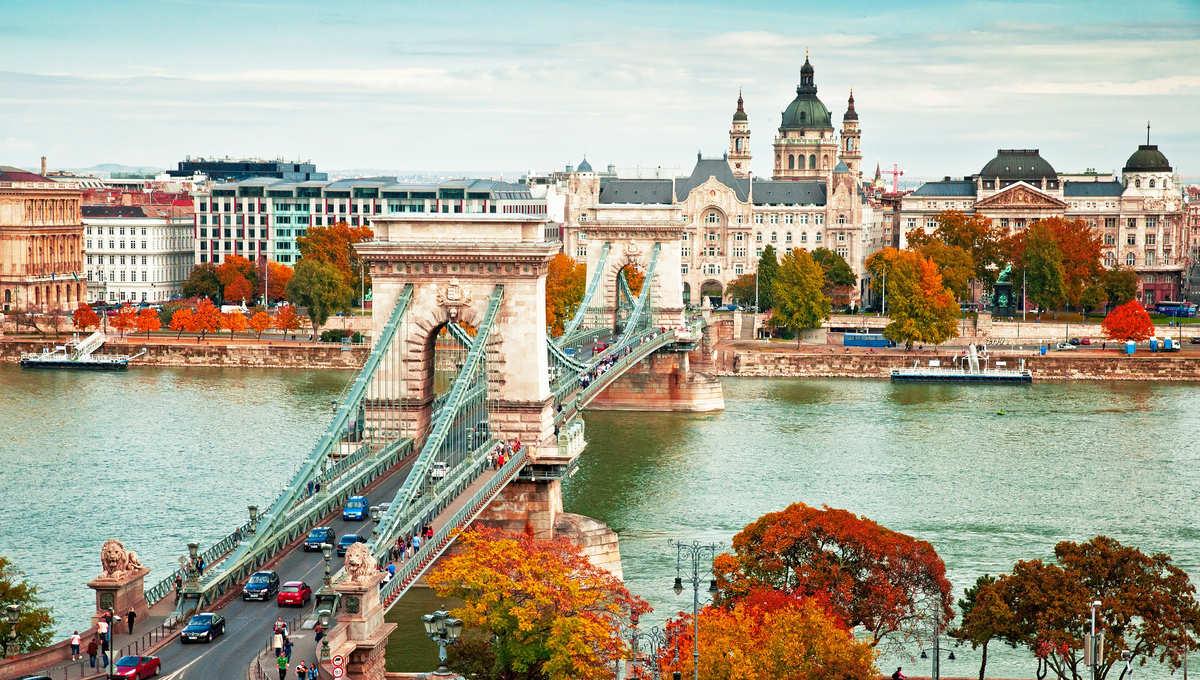 Vista panorámica de Budapest con su característico puente