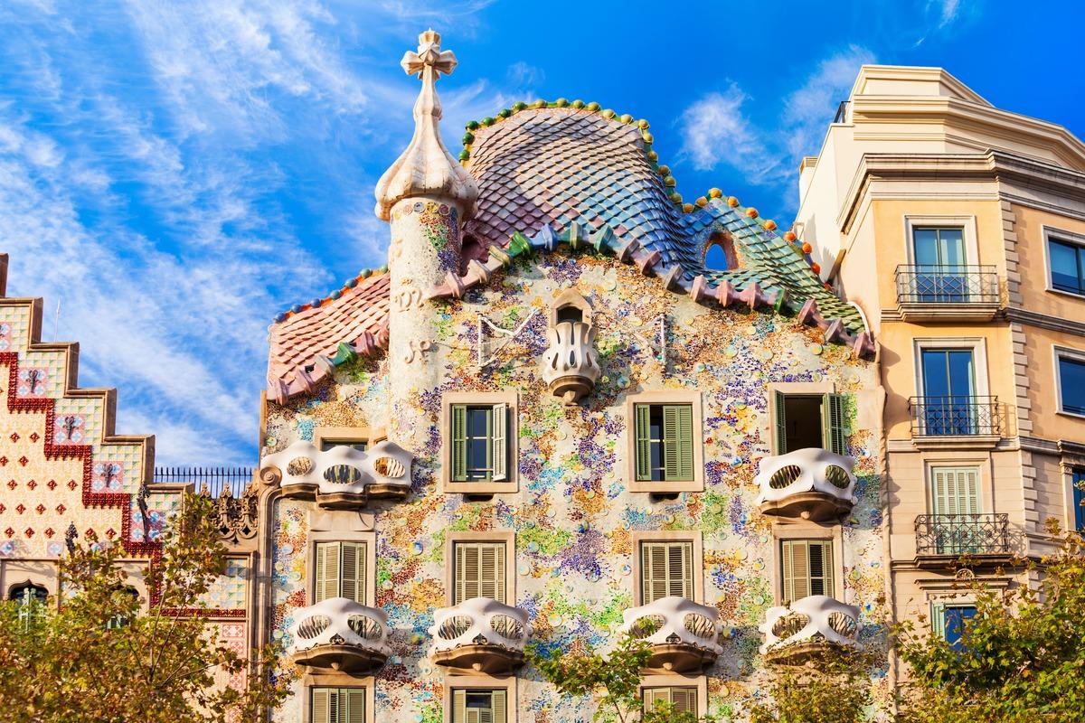 Fachada de la Casa Batlló hecha por el famoso arquitecto Gaudí.