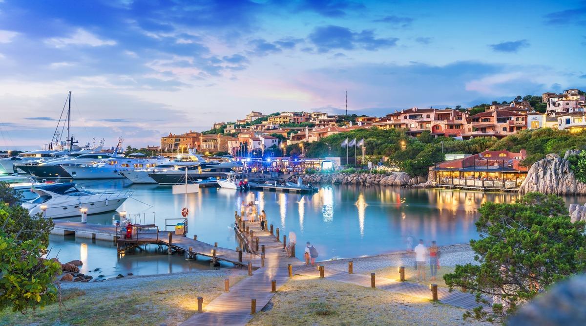 Vista panorámica del puerto de Porto Cervo.
