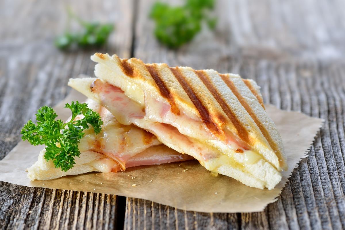 Bikini (sanwich) de jamón y queso