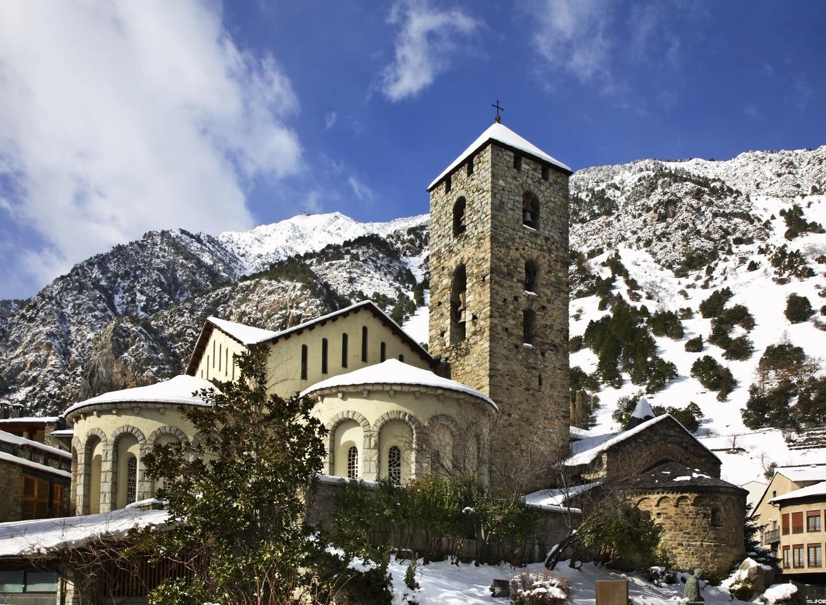 Paisaje nevado de la iglesia de Sant Esteve
