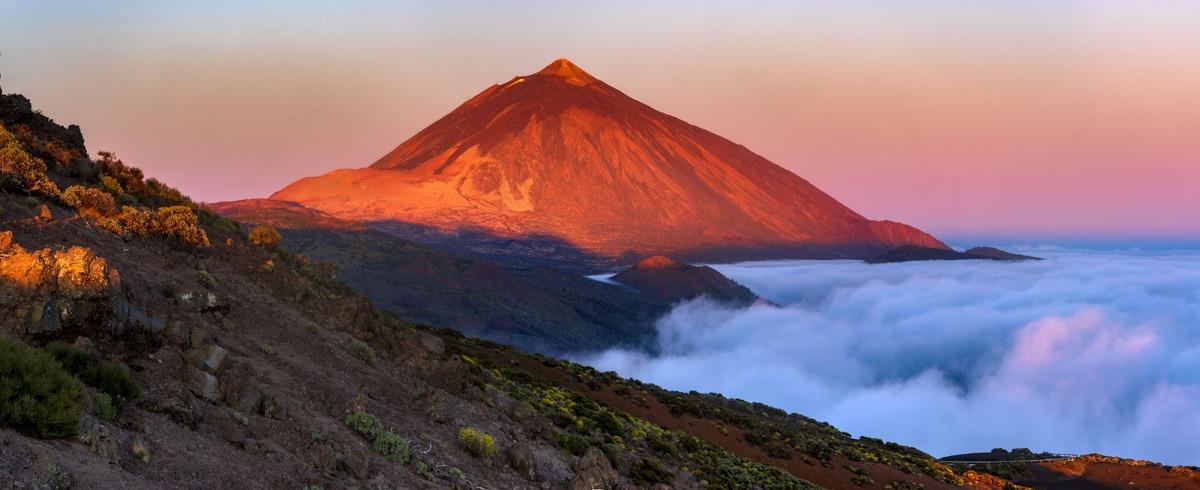 Atardecer en el rocoso paisaje del Teide.